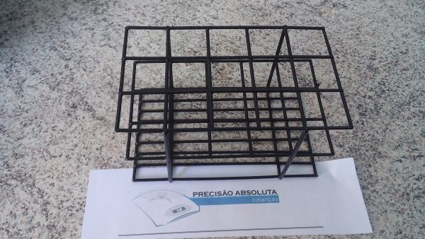Estante em arame para 24 Tubos De Ensaio c/14 mm de diametro cobertura em PVC - Cor PRETA